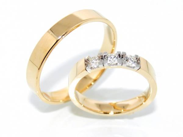 Gifteringer i gult gull med diamanter